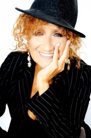 """Foto: Anna Mazzamauro, autrice e interprete di """"Nuda e cruda"""" al Teatro Sala Fontana di Milano"""