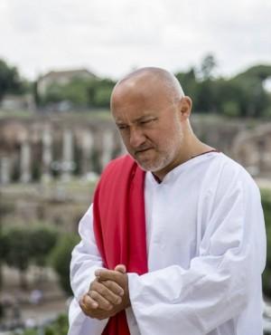 Foto: Francesco Maria Cordella nei panni di Ponzio Pilato, andato in scena allo Spazio Tertulliano di Milano