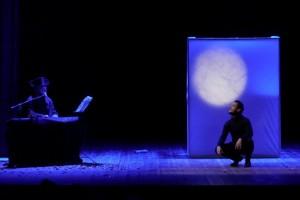 Foto di scena: Va pensiero che io ancora ti copro le spalle, dal 24 al 29 marzo 2015 al Teatro Filodrammatici di Milano