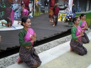 Ballerine thailandesi in occasione della festa per il 147° anniversario dell'inizio delle relazioni tra Italia e Thailandia (Expo Milano 2015)