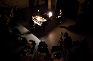"""Foto: un momento della performance di PianoMirroring, per """"La mostra diffusa"""" allo Spazio lambrate di Milano giovedì 9 giugno 2016"""