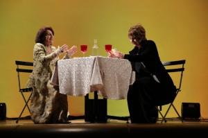 Foto di scena: Marilyn e la signora in giallo, forever - Da sin. Annig Raimondi e Maria Eugenia D'Aquino, presso Pacta Salone  di Milano dal 14 al 25 maggio 2017