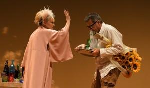 Foto di scena: Chiara Noschese e Luca Barbareschi, al Teatro Manzoni di Milano fino a domenica 29 ottobre 2017