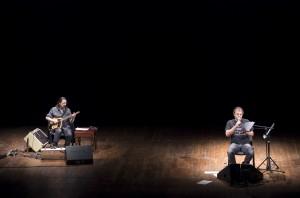 Foto di scena: La Notte, Pippo Delbono e Piero Corso alla chitarra, al Teatro Filodrammatici per lecite/visioni domenica 29 ottobre 2017
