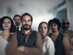 Foto: Cast di Opera Antigone, al centro Francesco Leschiera - Spettacolo in scena al Teatro Litta di Milano fino a domenica 26 novembre 2017
