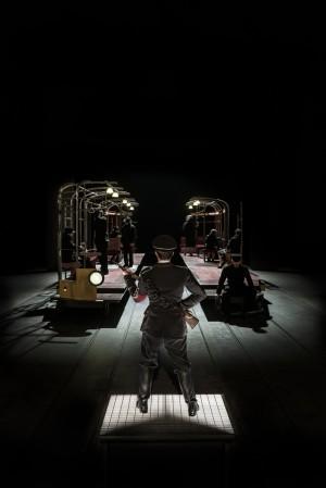 Foto di scena: Uomini e no, al Piccolo Teatro Studio Melato di Milano fino a domenica 19 novembre 2017