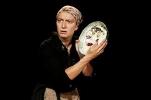 Foto di scena: Mater Strangosciàs, Arianna Scommegna, andato in scena il 15 e 16 novembre 2017 al Teatro Gerolamo di Milano