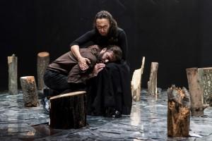 Foto di scena: Utøya, Arianna Scommegna e Mattia Fabris, al Teatro Filodrammatici di Milano dal 9 al 14 gennaio 2018