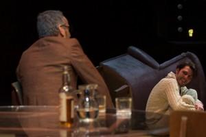Foto di scena: Lunga giornata verso la notte, da sin. Arturo Cirillo, Riccardo Buffonini, al Teatro Menotti di Milano dal 25 gennaio al 4 febbraio 2018