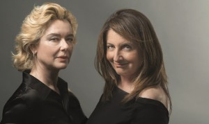 """Foto locandina """"Mariti e mogli"""":  Monica Guerritore e Francesca Reggiani © Teatro Manzoni Milano"""