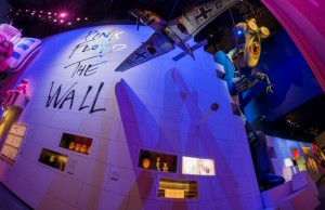 "Foto: ""The Wall"", inflatable teacher prop and flying objects pictured at The Pink Floyd Exhibition: Their Mortal Remains © The Pink Floyd Exhibition: Their Mortal Remains"